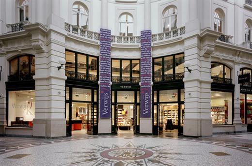 De Apple Store komt in het pand waar eerst Boekhandel Verwijs zat.