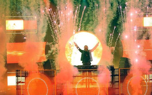 David Guetta op het podium tijdens het iTunes Festival 2012.