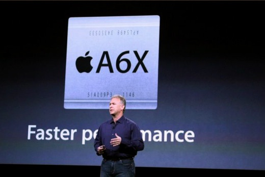 Phil Schiller presenteerde in 2012 de A6X-chip in de iPad 4.