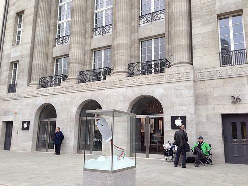 De buitenkant van de nieuwe Apple Store Berlijn.