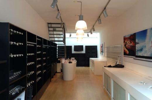 De oude, kleine, nu lege, winkel van Xando in Zwolle.