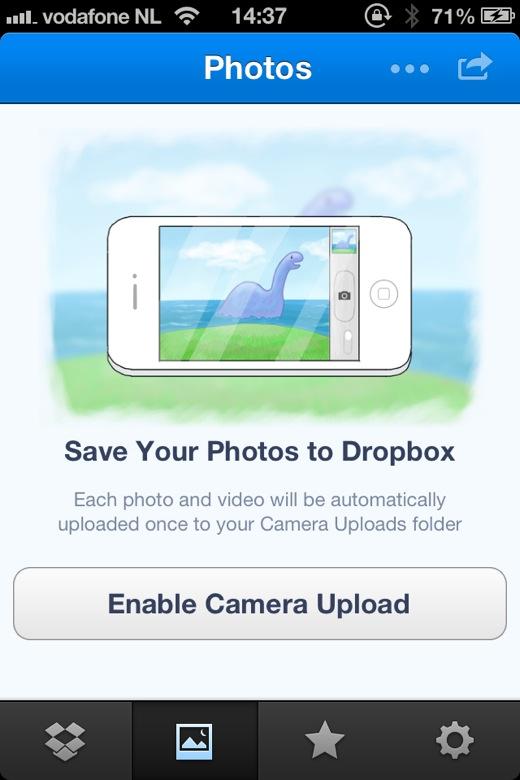 De dropbox autoupload-functie bezorgde alle foto's bij de eigenaresse van de telefoon.