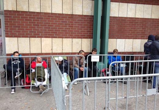 De eerste wachtenden in de rij rond 10:00 uur donderdagochtend.