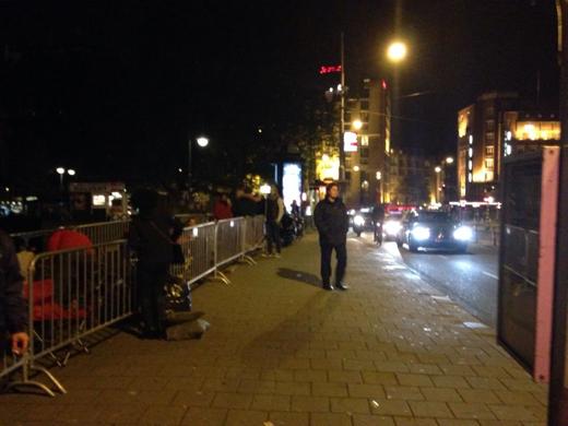 Rond 02:00 uur was de rij langer, zo'n 200 man.