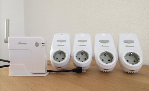 eSaver iConnect bestaat uit een set van 4 stopcontact-units en een hub.