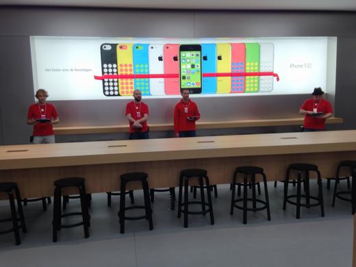 De Genius Bar bevindt zich in het achterste deel van de winkel.