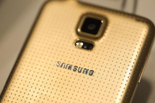 De gouden S5 is gouder dan de gouden iPhone 5S.