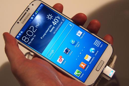 De voorkant van de Galaxy S5 is praktisch gelijk aan die van de S4.