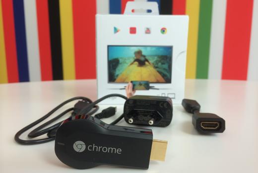 In de doos: Chromecast, stroomadapter, USB-kabel en HDMI-verlenger.