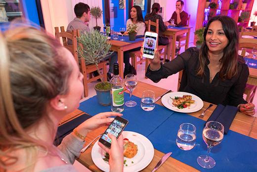 In Restaurant 'The Picture House' gaat het om foto's en eten.