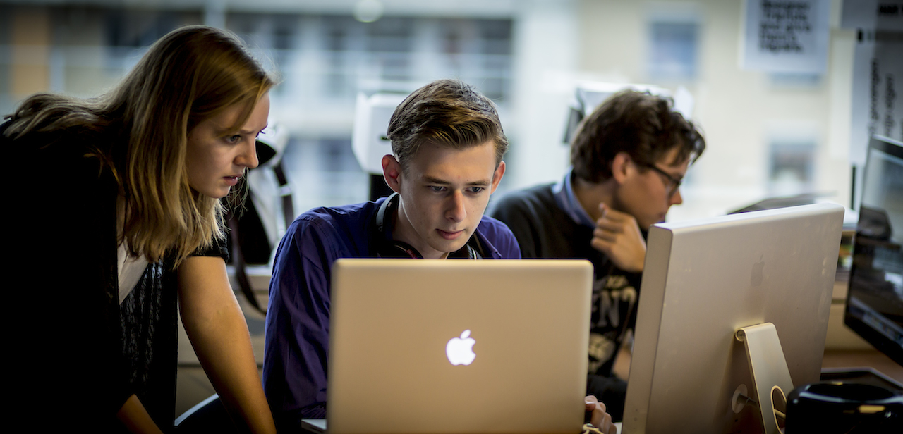 Mac Pro's werden ingezet om 5 minuten na afloop een samenvatting in video online te hebben. Olaf en Sander knipten, plakten en renderden.