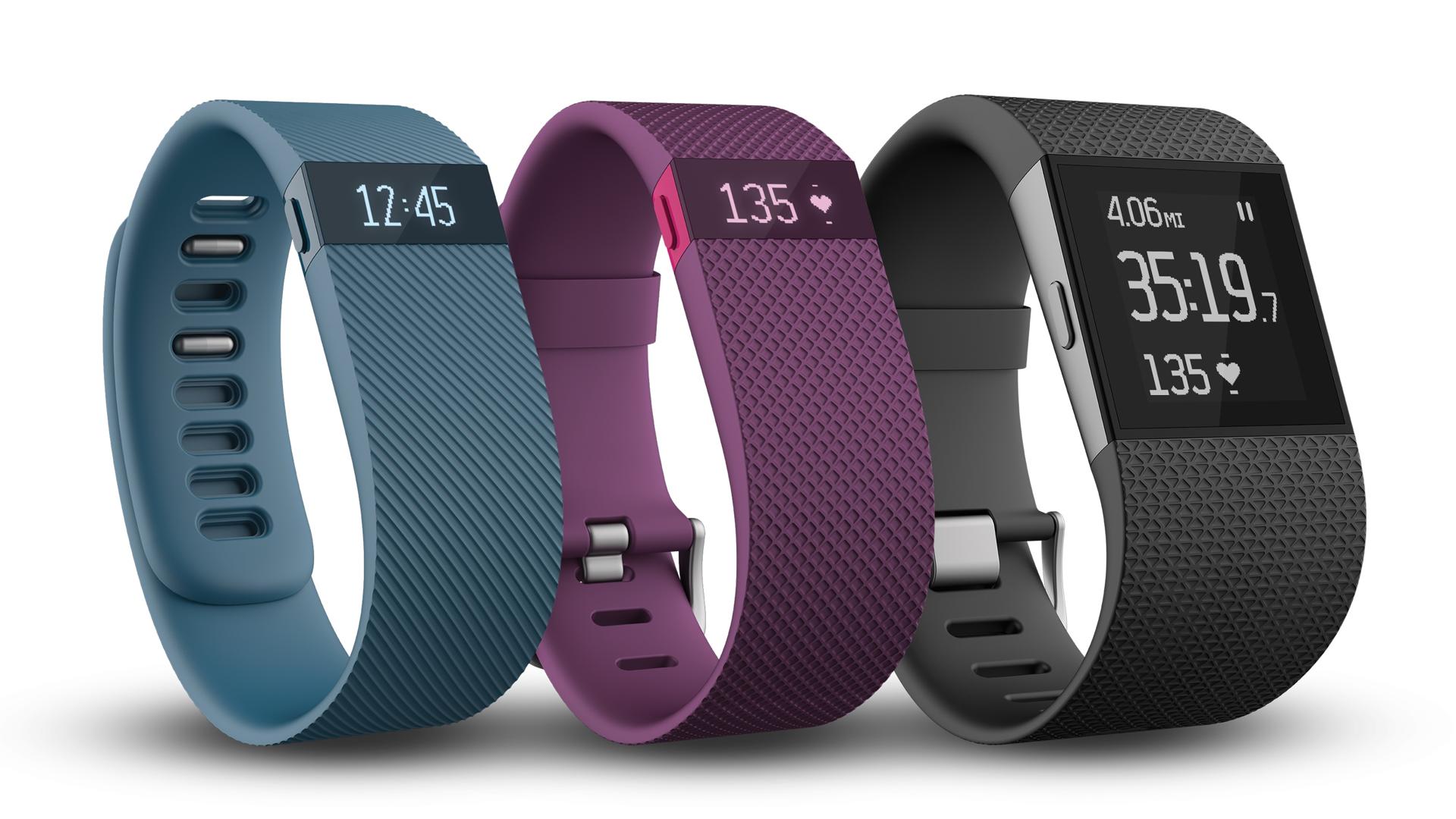 V.l.n.r: Fitbit Chrage, Fitbit Charge HR, Fitbit Surge.