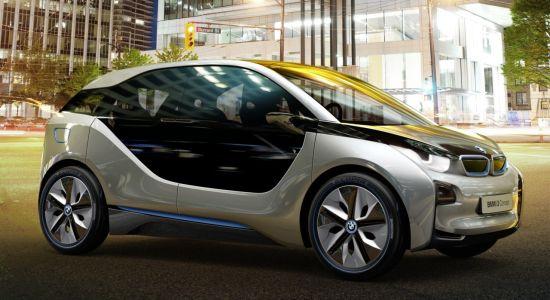 De futuristische BMW i3 staat zaterdag voor de deur bij iCentre Wijchen.