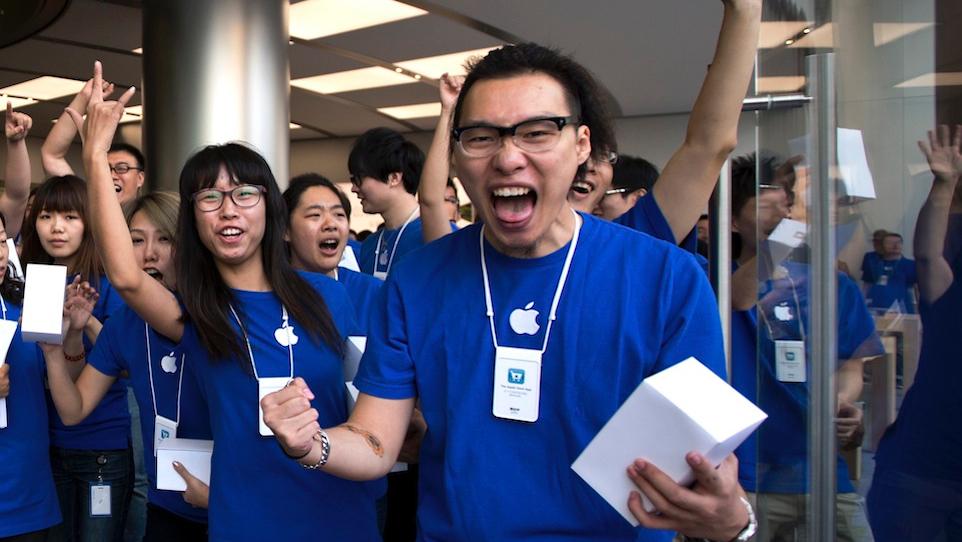 China Apple Store Opening-16x9