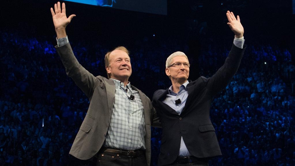 Cisco-CEO Chuck Robbin en Apple-CEO Tim Cook.