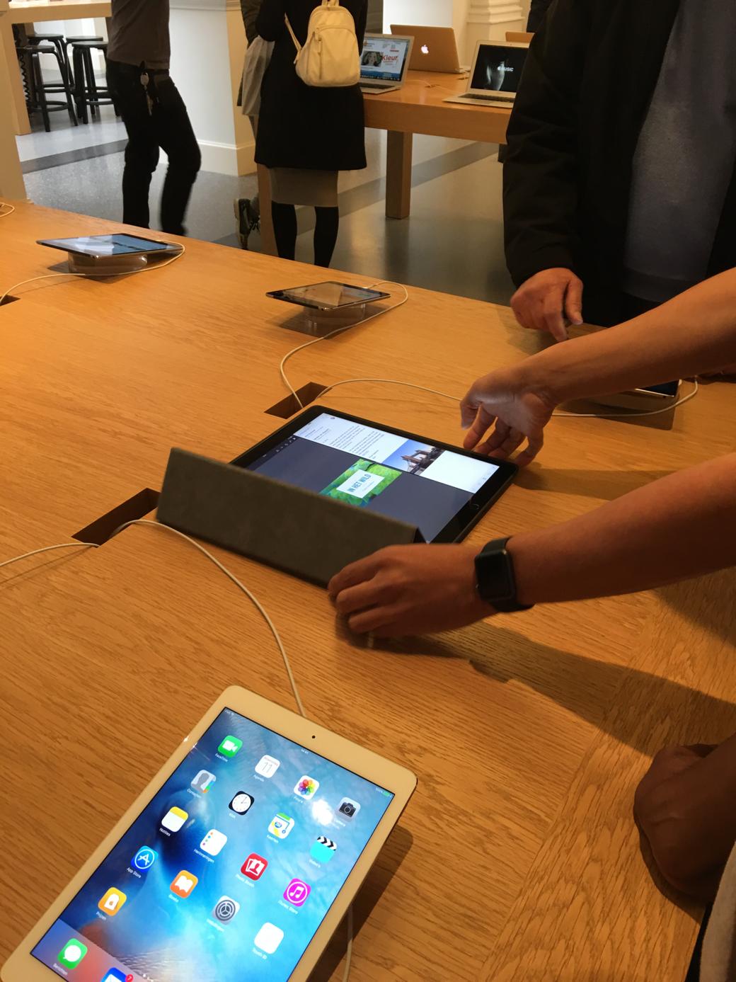 iPad Pro bij de Apple Store in Den Haag.