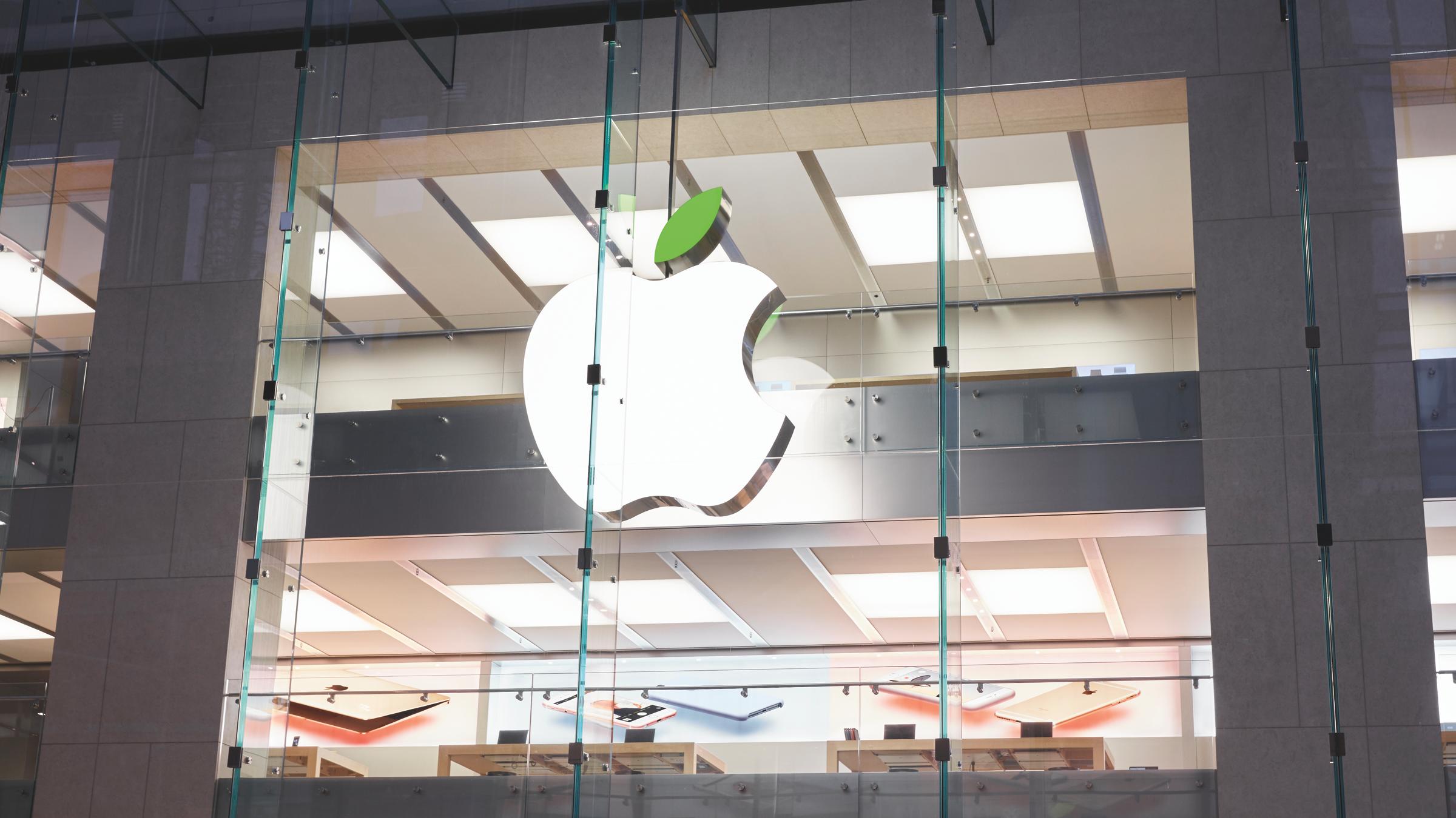 Op Earth Day (22 april 2016) kleuren de Apple Stores groen.