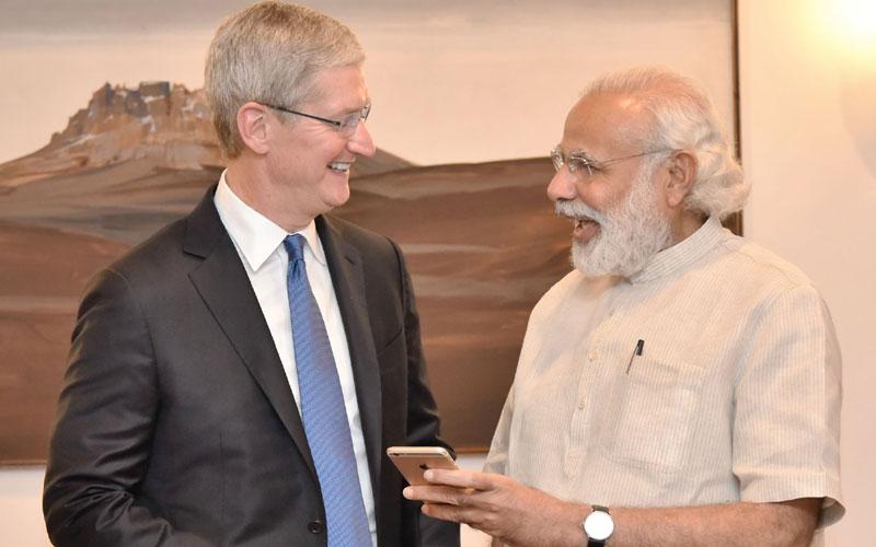 Tim Cook en de Indiase Premier Narendra Modi.