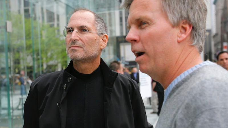 Steve Jobs en Ron Johnson (archieffoto uit 2007)