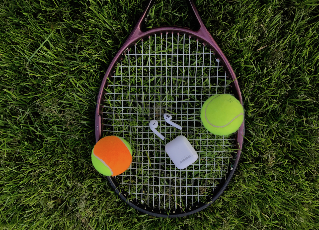 airpods-tennis-crop
