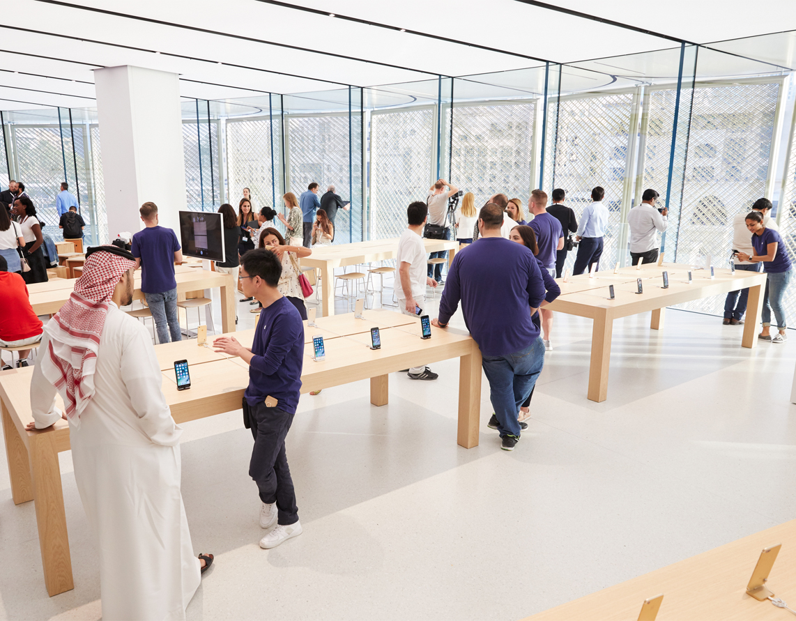 Apple Store Dubai Mall 001