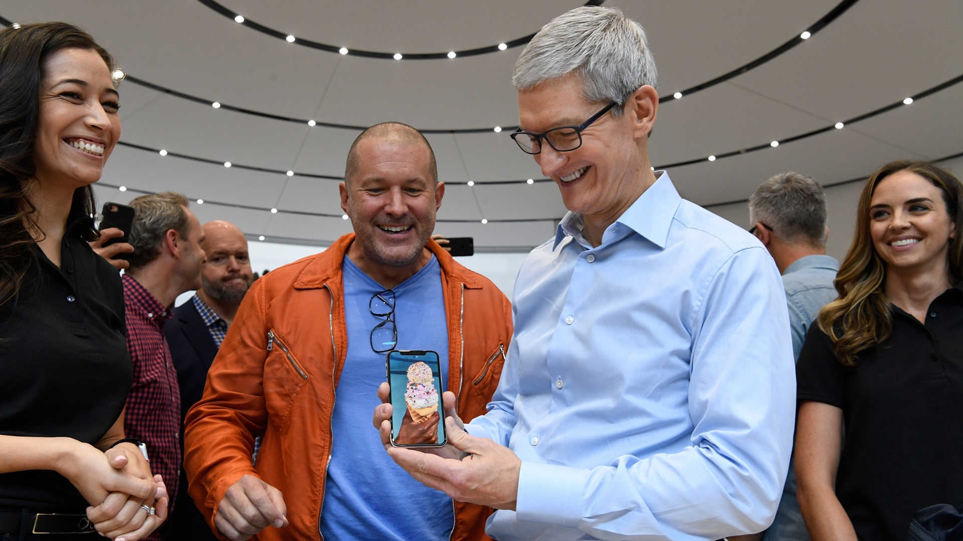 Jony Ive Tim Cook iPhone X 16x9