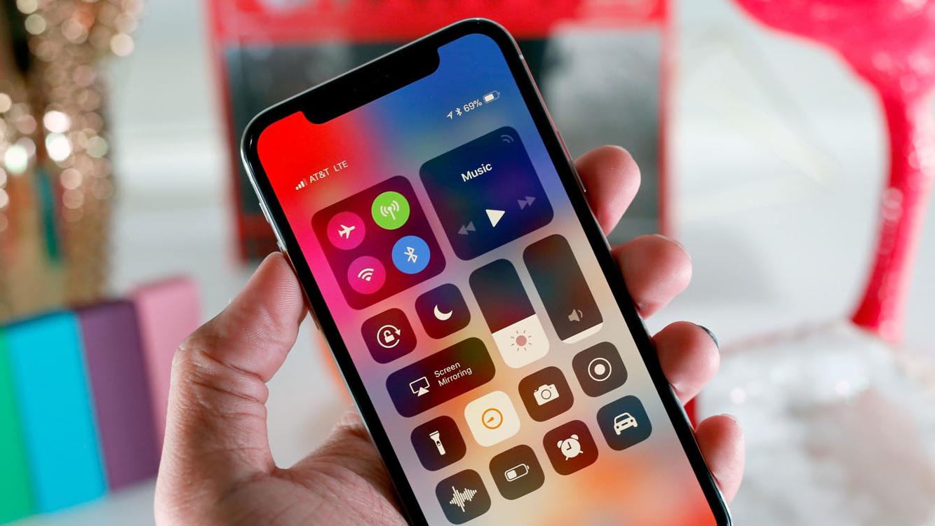 iPhone X reviews 16x9