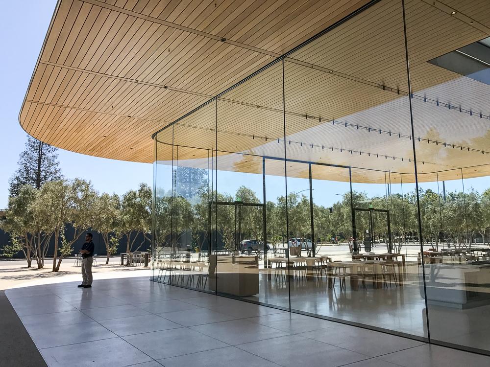 Apple Park bezoekerscentrum 002