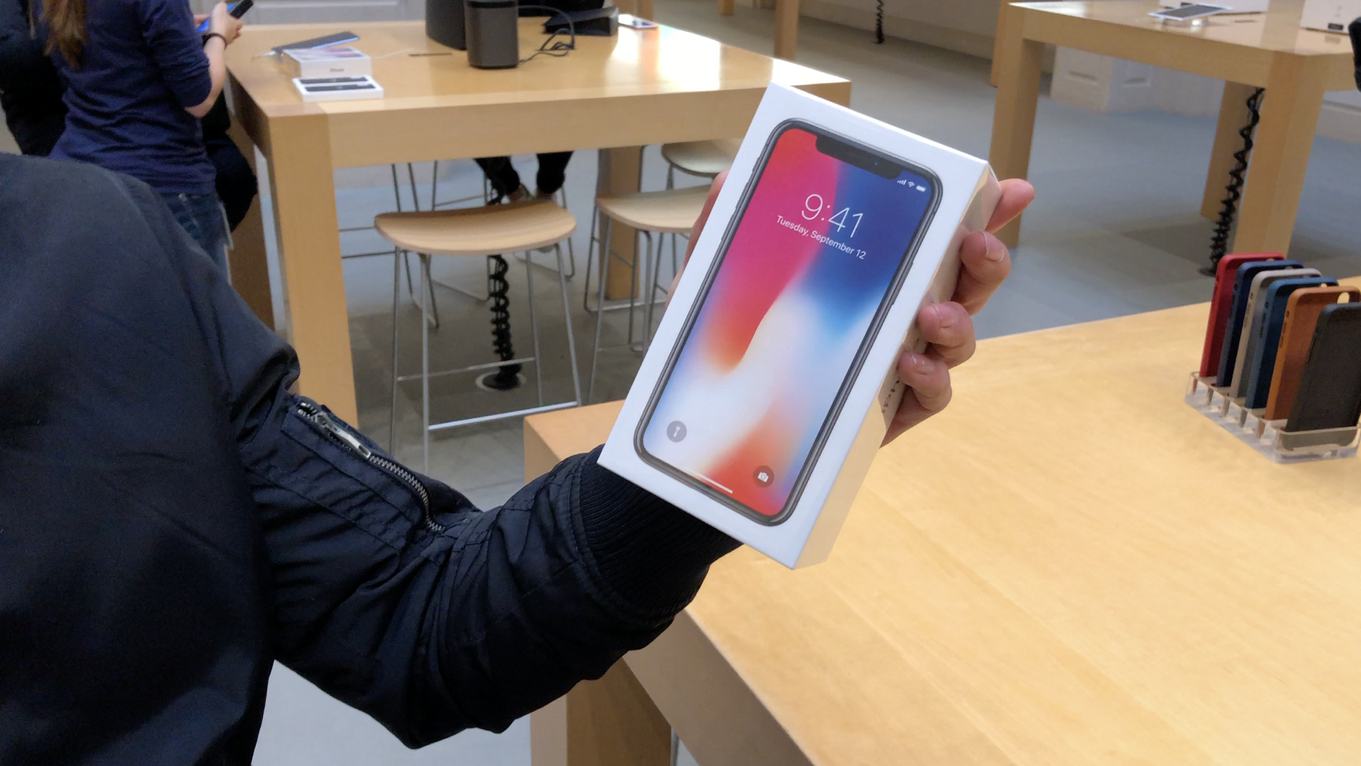 iPhone X Amsterdam alt 16x9