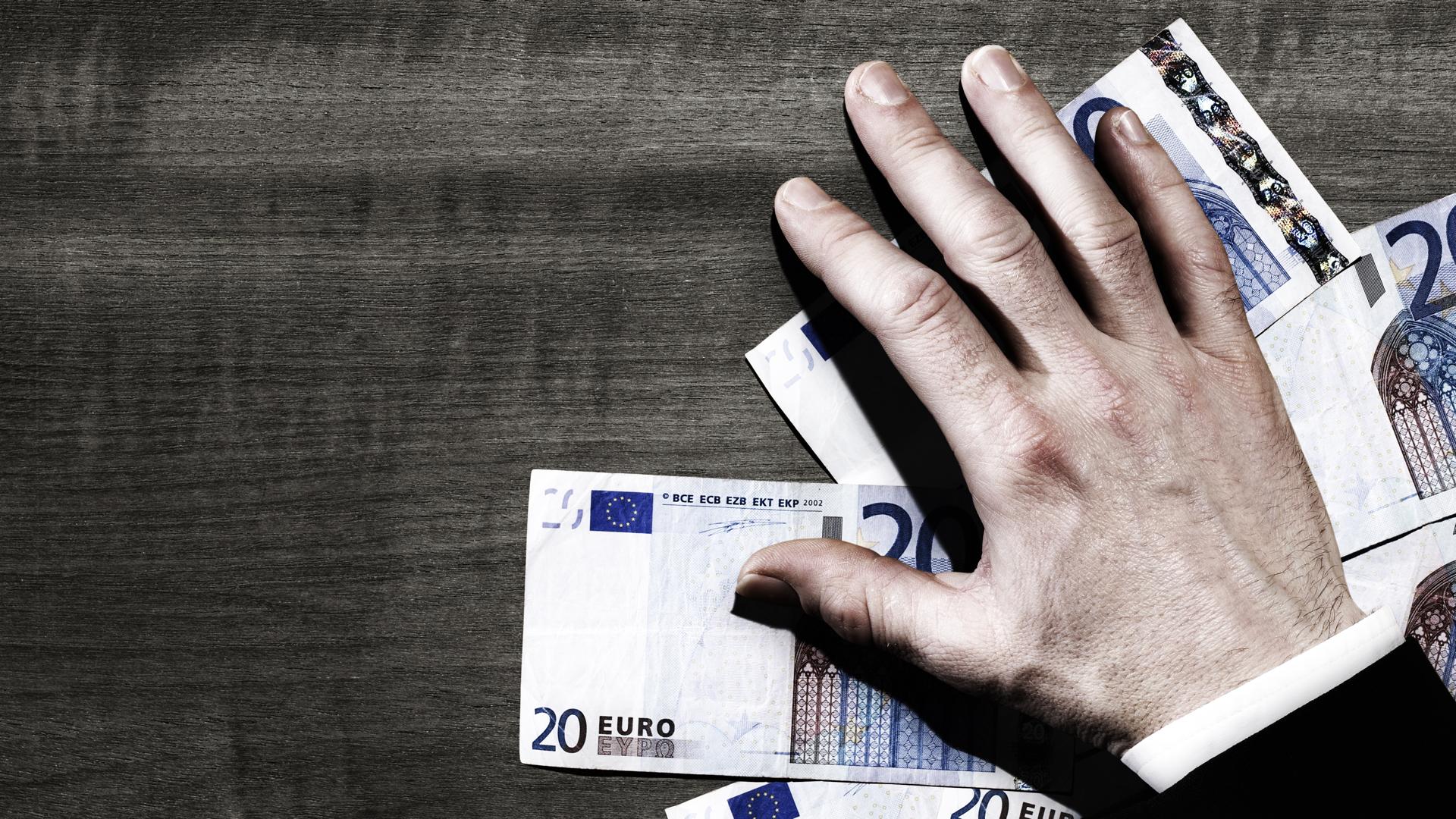 geld hand euro 16x9
