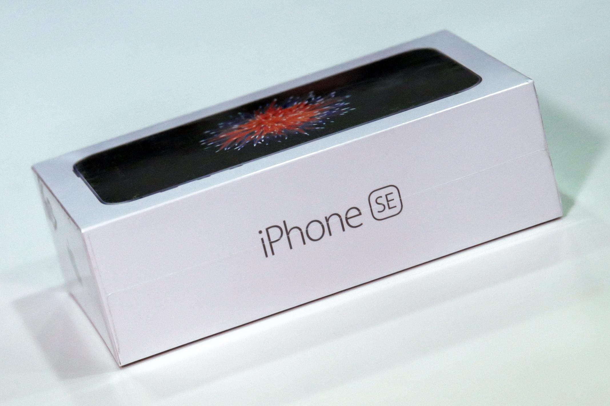 iPhone SE in doos 001