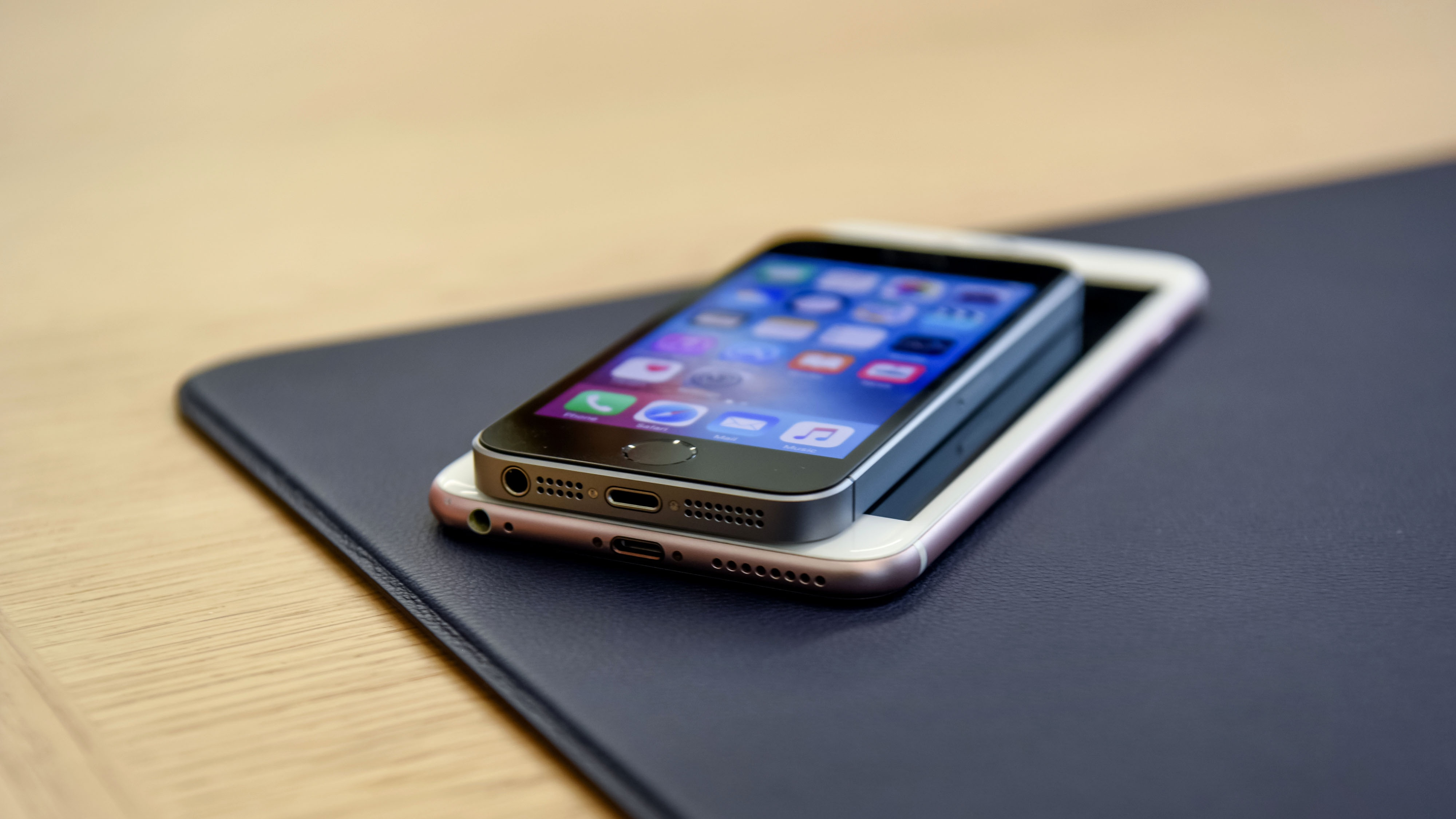 iPhone SE iPhone 6s 16x9