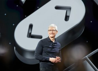 Tim Cook iPhone Pro