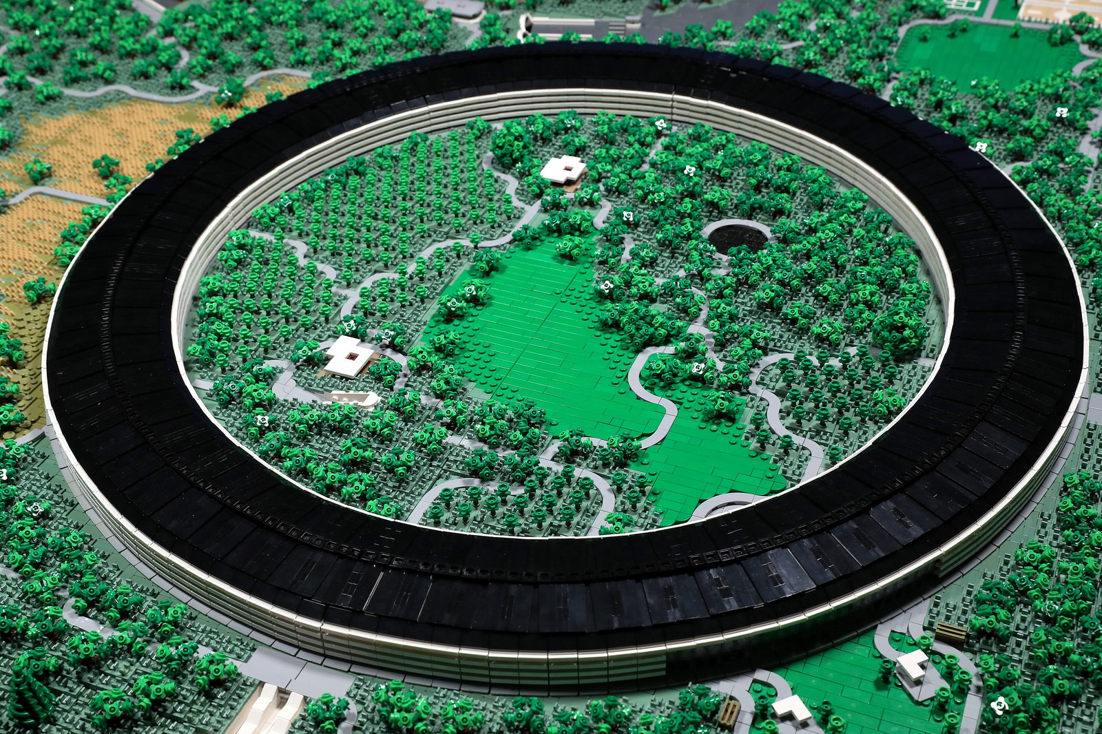 Apple Park Lego Ring Binnen