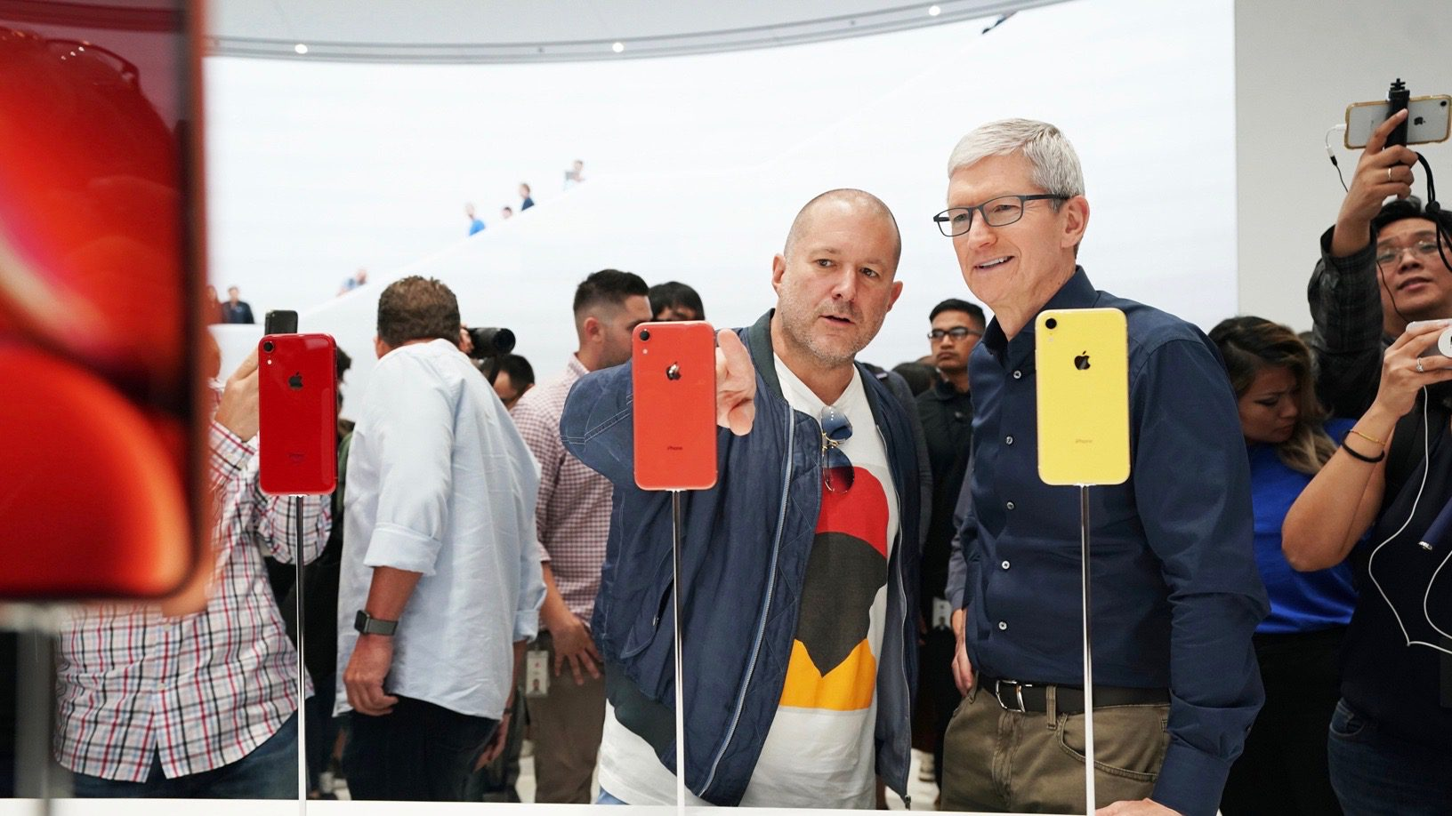 Tim Cook en Jon Ivy na introductie iPhones