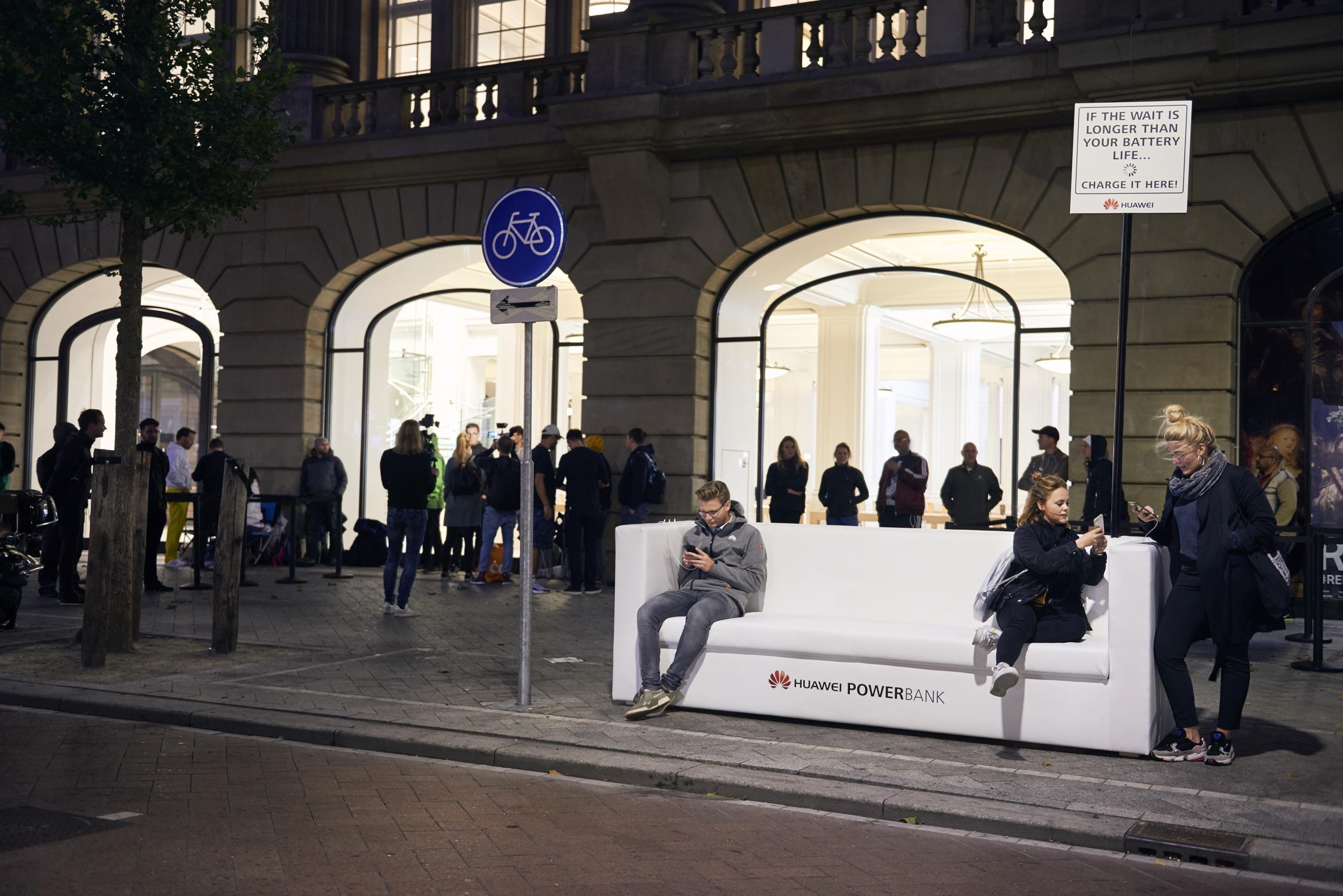 Huawei Powerbank iPhone Xs Apple Store Amsterdam Leidseplein