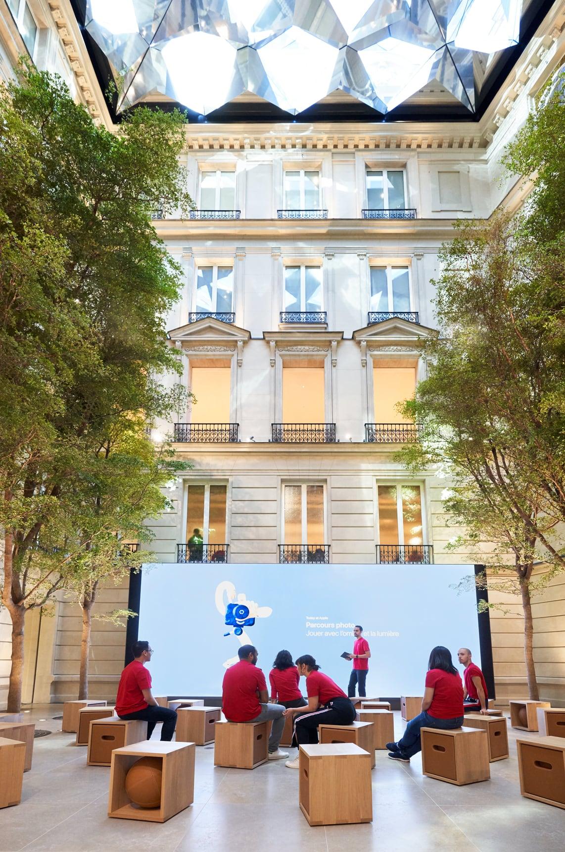 Apple Store Champs-Élysées binnen