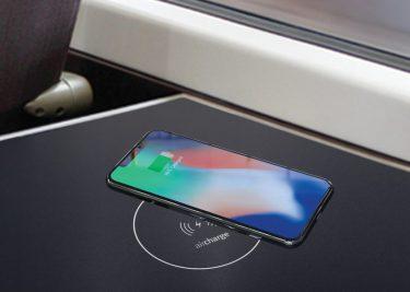 Voortaan laad je je smartphone draadloos op in Engelse treinen