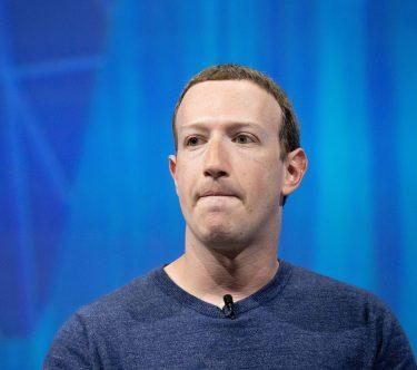 Mark Zuckerberg van Facebook trekt een gek hoofd 16x9