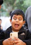 kind doet animoji gezicht