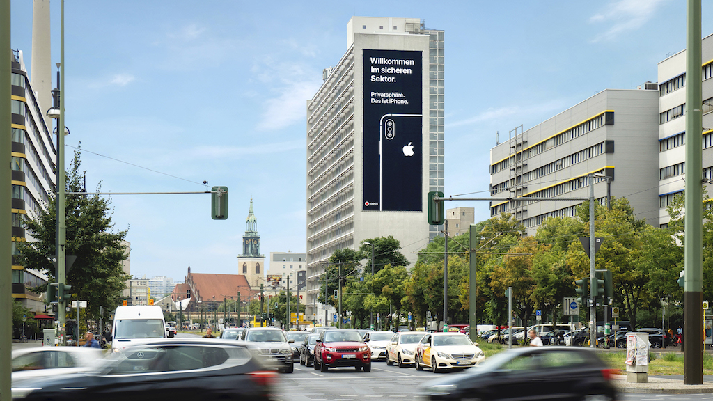 Apple iPhone Privacy billboard Berlijn
