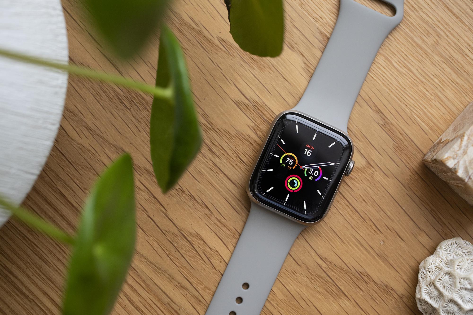 Apple Watch Series 5 lifestyle shot