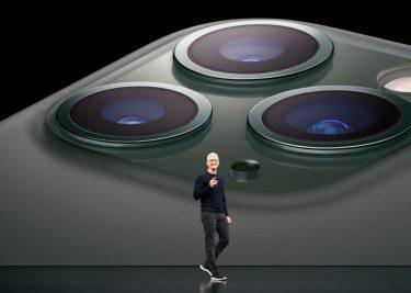Tim Cook presenteert de iPhone 11 Pro. Deze heeft een U1 chip