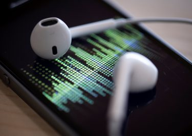 iPhone earpods podcast