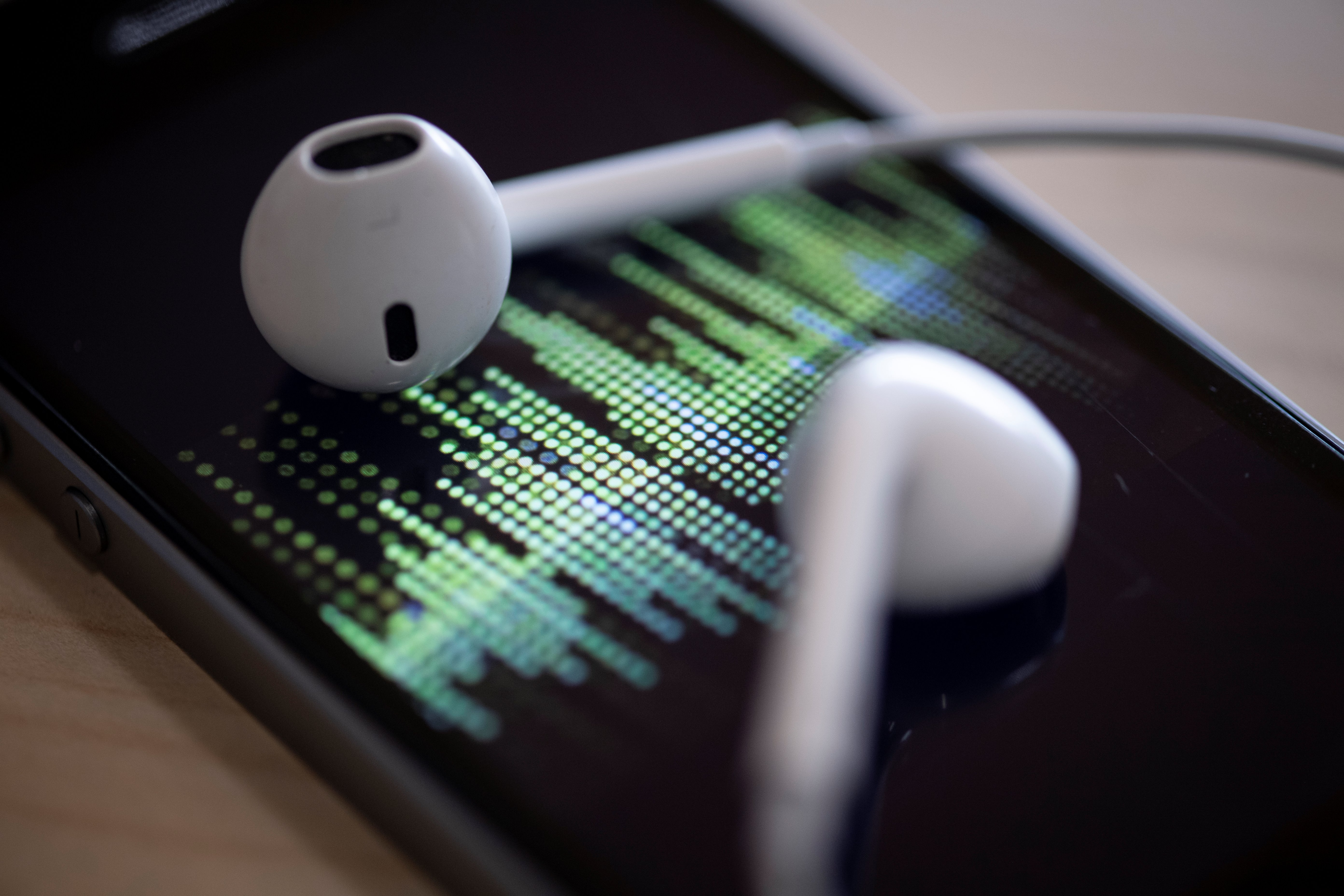 iPhone earpods podcast