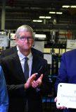 Tim Cook en Donald Trump in de Apple fabriek