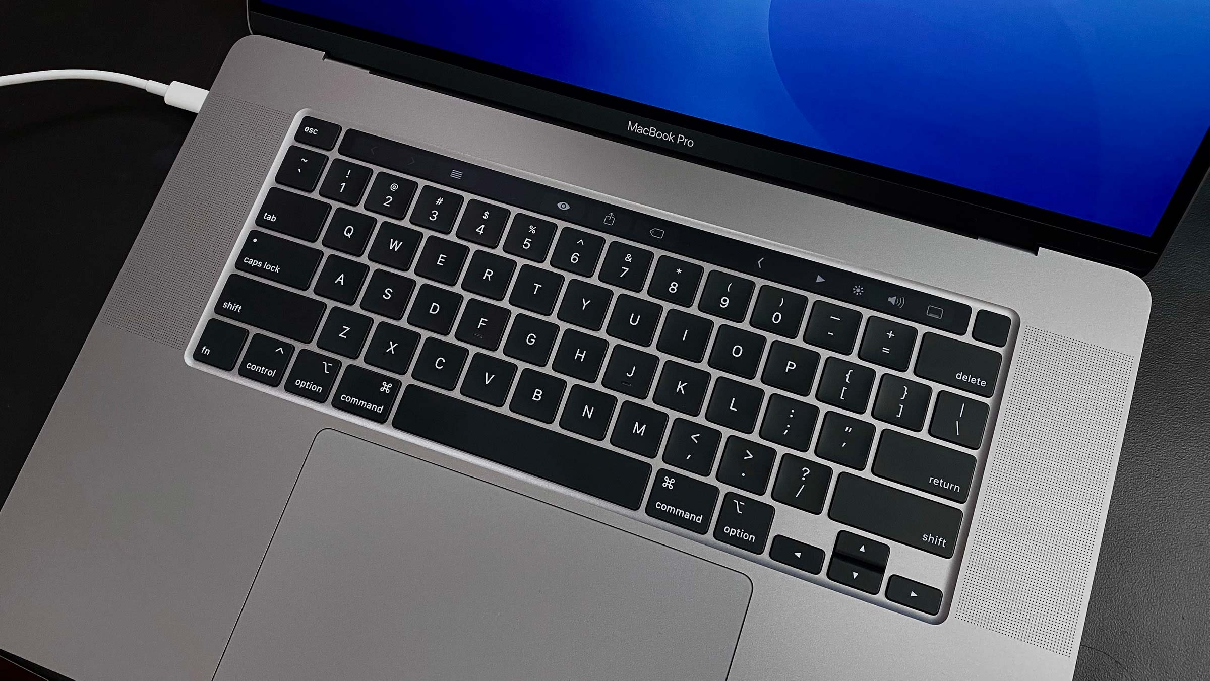 MacBook Pro 16 inch detail 001