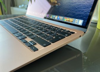 MacBook Air 2020 review - side