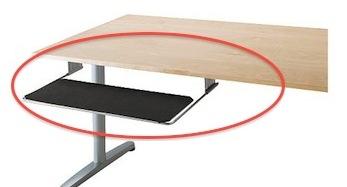 Uitschuifbare plank onder bureau